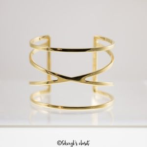 Vince Camuto Cuff in Gold